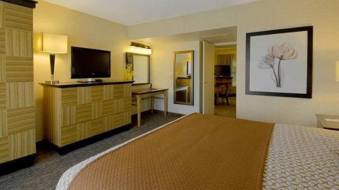 Room Embassy Suites by Hilton Los Angeles Downey