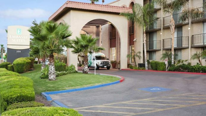 Exterior view Embassy Suites by Hilton Phoenix Airport