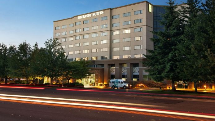 Exterior view Embassy Suites by Hilton Seattle Tacoma Int*l Airport