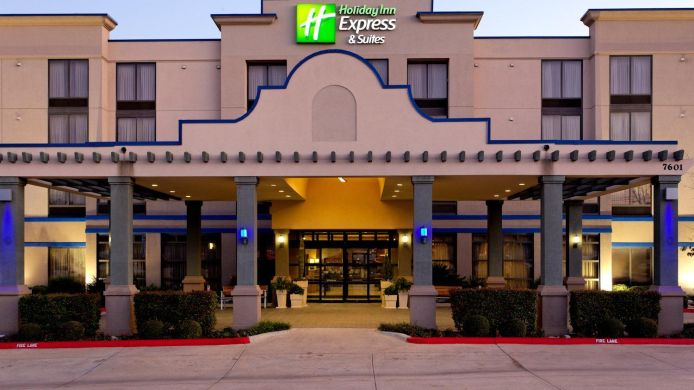 Exterior view Holiday Inn Express & Suites ARLINGTON (SIX FLAGS AREA)