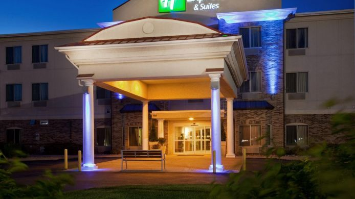 Buitenaanzicht Holiday Inn Express & Suites CLINTON