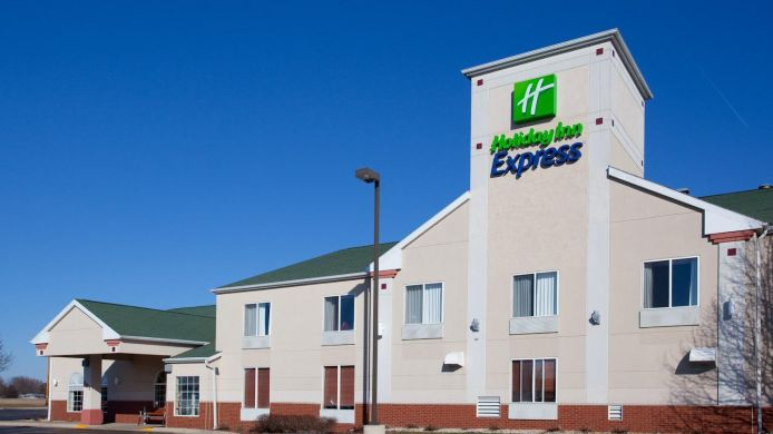 Exterior view Holiday Inn Express WATERTOWN