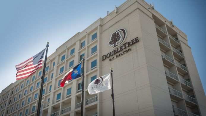 Buitenaanzicht DoubleTree by Hilton Dallas - Love Field