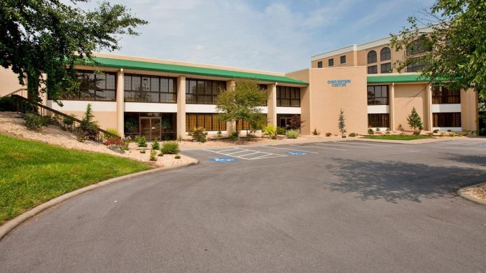 Buitenaanzicht Holiday Inn Hotel & Suites SPRINGFIELD - I-44