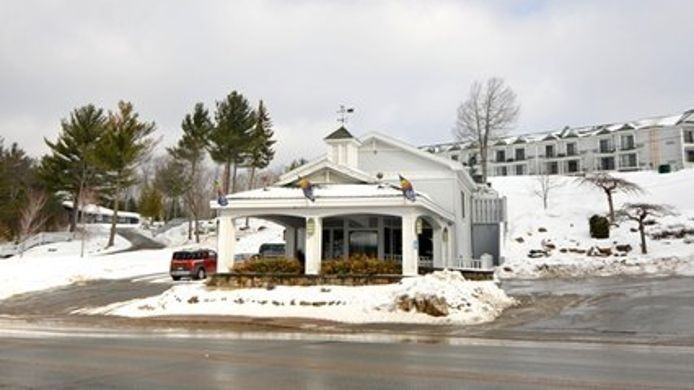 Exterior view Quality Inn on Lake Placid