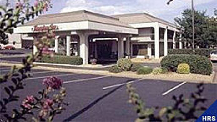 Exterior view Central Park Area Quality Inn Fredericksburg