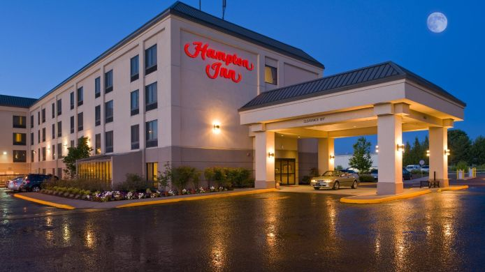 Exterior view Hampton Inn Portland Airport