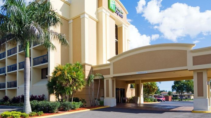Exterior view Holiday Inn Express CAPE CORAL-FORT MYERS AREA