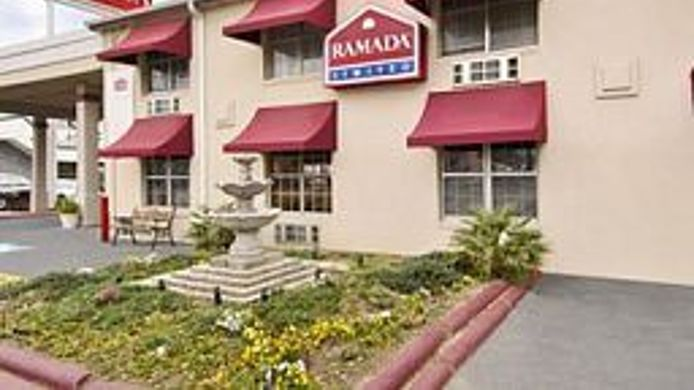 Buitenaanzicht Ramada Limited - Dallas Market Center