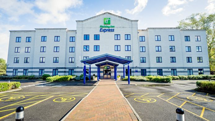 Buitenaanzicht Holiday Inn Express POOLE