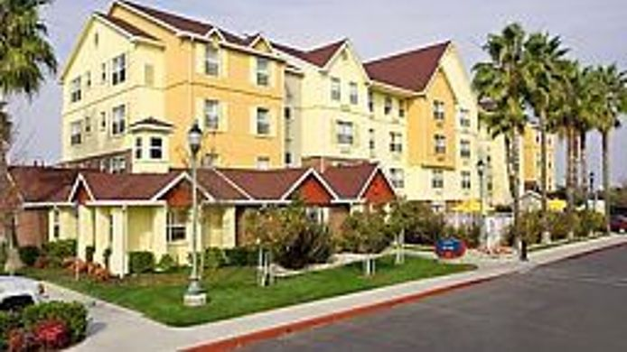 Buitenaanzicht TownePlace Suites Newark Silicon Valley