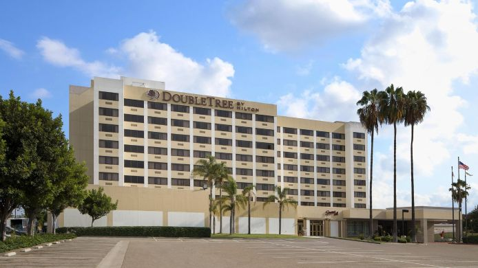 Buitenaanzicht DoubleTree by Hilton Los Angeles -Norwalk