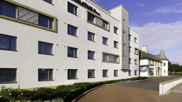 Exterior view DoubleTree by Hilton Hotel London Heathrow Airport
