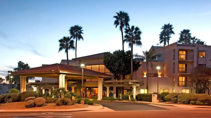 Exterior view BEST WESTERN PLUS Scottsdale Thunderbird Suites