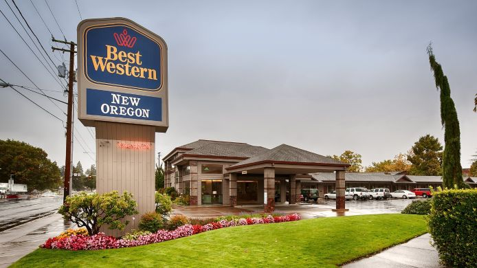 Buitenaanzicht BEST WESTERN NEW OREGON