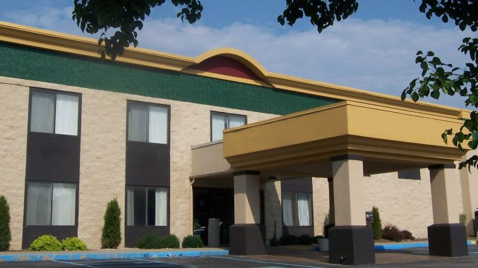 Exterior view BEST WESTERN  HUNTINGTON MALL