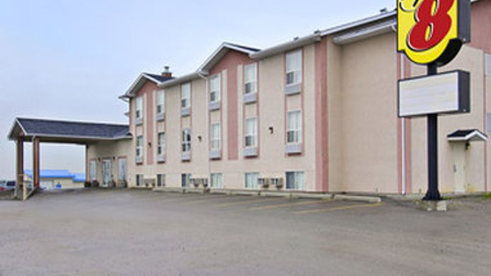 Exterior view SUPER 8 MOTEL PINCHER CREEK AB