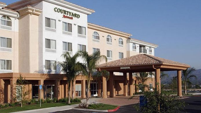 Exterior view Courtyard Ventura Simi Valley