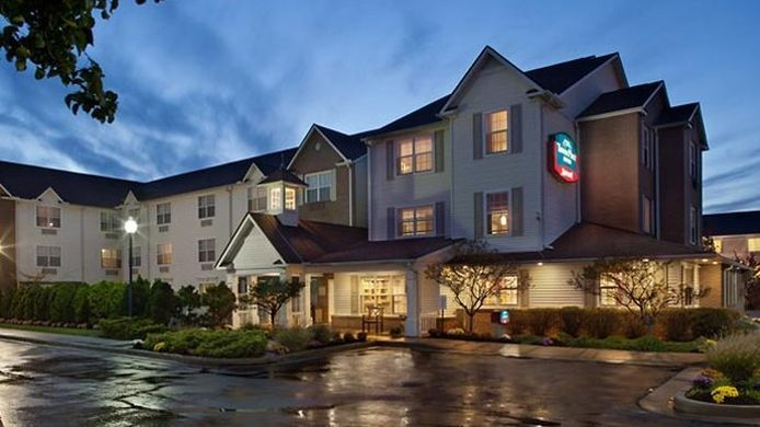 Exterior view TownePlace Suites Cleveland Streetsboro