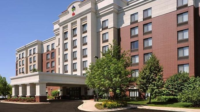 Exterior view SpringHill Suites Chicago Lincolnshire