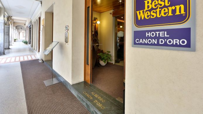 Exterior view Best Western Canon D'Oro