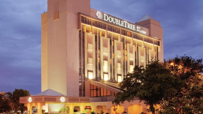 Buitenaanzicht DoubleTree by Hilton Dallas - Richardson