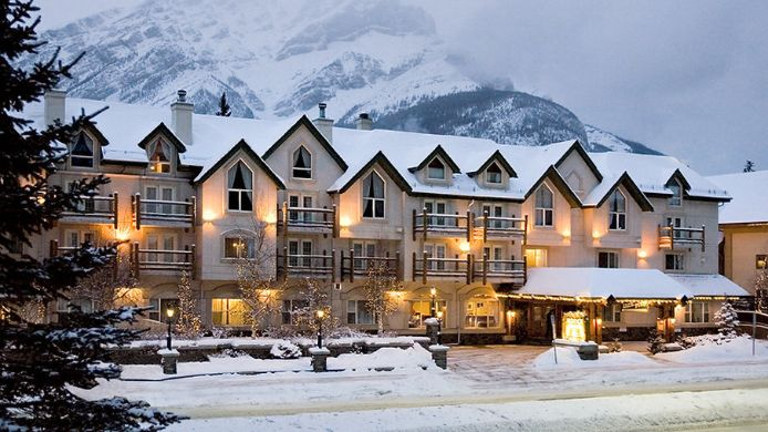 Exterior view THE RUNDLESTONE LODGE