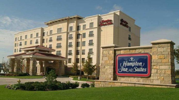 Exterior view Hampton Inn - Suites Legacy Park-Frisco