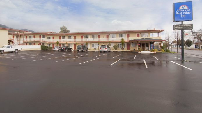 Exterior view Americas Best Value Inn-Ukiah
