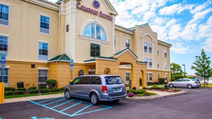 Exterior view Comfort Suites East Brunswick