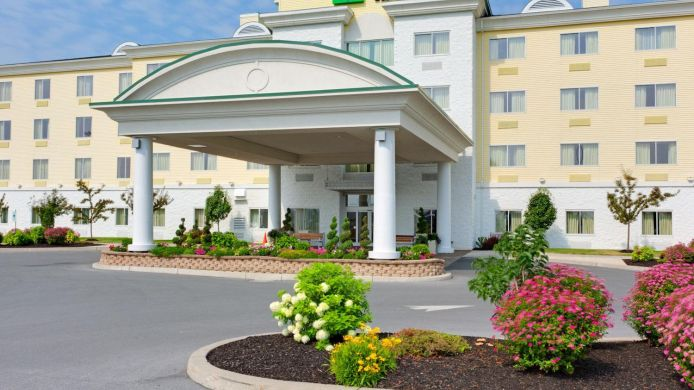 Buitenaanzicht Holiday Inn Express & Suites WATERTOWN-THOUSAND ISLANDS