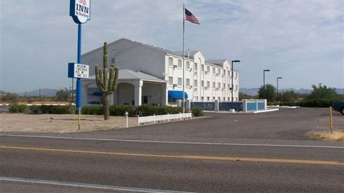 Buitenaanzicht Americas Choice Inn And Suites