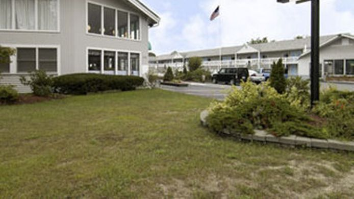 Exterior view HOWARD JOHNSON INN CAPE COD AR