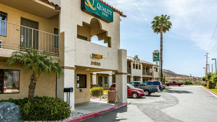 Exterior view Quality Inn Lake Elsinore I-15