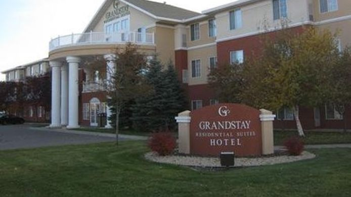 Exterior view GrandStay Residential Suites Hotel- Saint Cloud