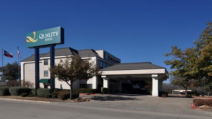 Exterior view Quality Inn Fort Worth