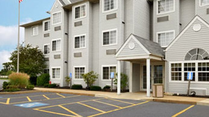 Exterior view MICROTEL NORTH CANTON