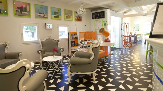 Lobby ibis Styles Aix en Provence Mas des Oliviers