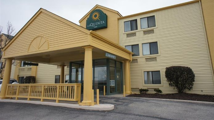 Exterior view LA QUINTA INN CLEVELAND INDEPENDENCE