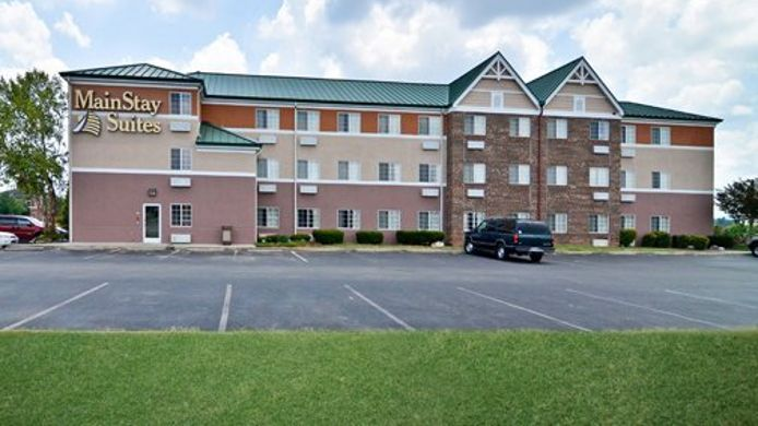 Exterior view MainStay Suites Alcoa