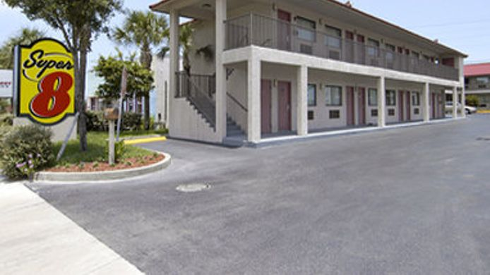 Exterior view SUPER 8 FT. PIERCE