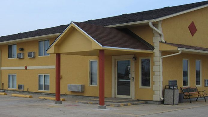 Exterior view Econo Lodge Newton