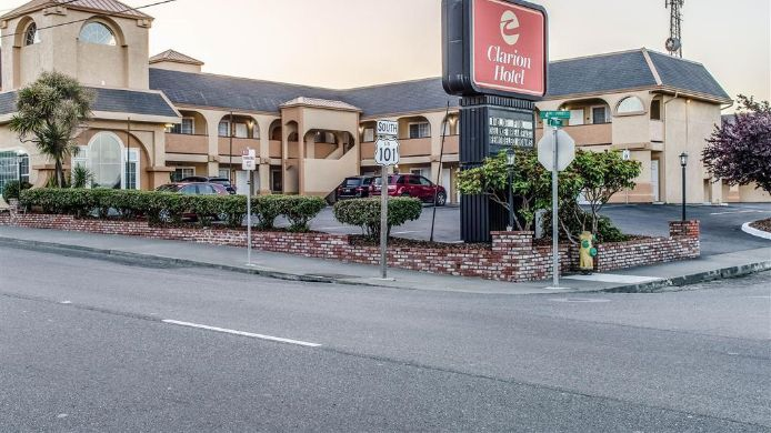 Exterior view Clarion Hotel By Humboldt Bay