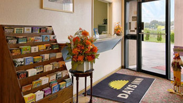 Buitenaanzicht DAYS INN INDIANAPOLIS EAST POS