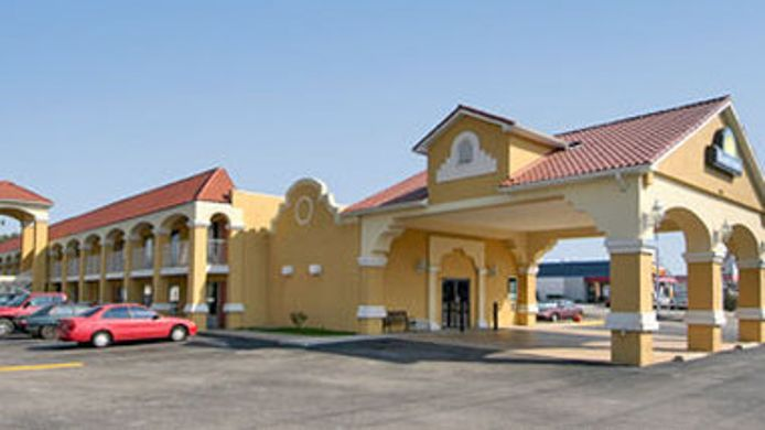 Exterior view DAYS INN LOUISVILLE AIRPORT FA