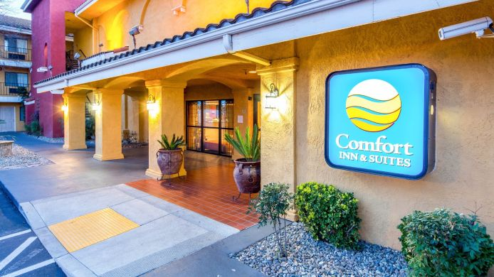 Exterior view Comfort Inn & Suites Near Folsom Lake