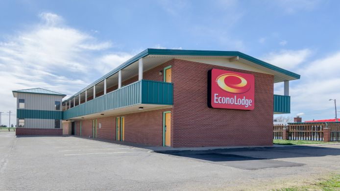 Exterior view Econo Lodge WaKeeney