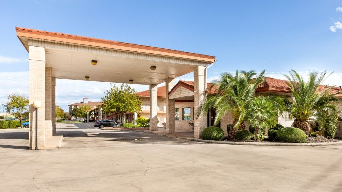 Exterior view Econo Lodge Inn & Suites Fiesta Park
