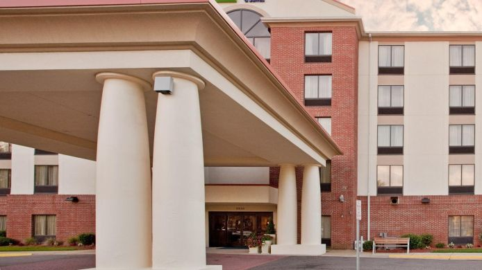 Buitenaanzicht Holiday Inn Express & Suites CHESAPEAKE