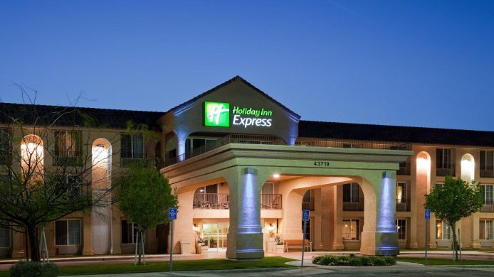 Exterior view Holiday Inn Express LANCASTER